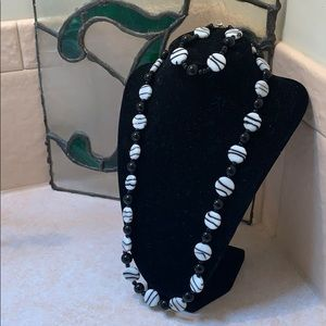 Black/white beaded necklace and bracelet